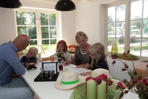 gezin in huiskamercafé